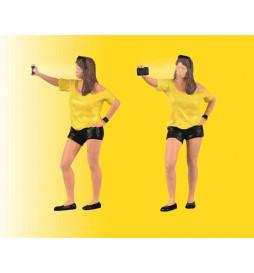 Viessmann 1551 - H0 Kobieta robiące sobie selfie (model funkcjonalny)