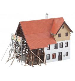 Faller 130533 - Remont domu wiejskiego