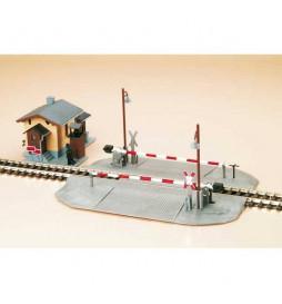 Auhagen 11345 - Przejazd kolejowy z zaporami i strażnicą