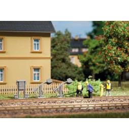 Auhagen 42575 - Skrzynki elektryczne oraz naprężacze (zestaw 24 szt)