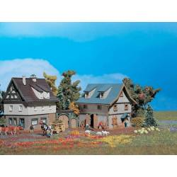 Vollmer 49540 - Z Farm house with barn and yard gate