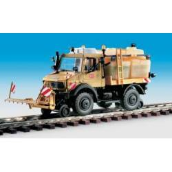 Kibri 16303 - H0 Two-way UNIMOG with spray- and cleaning devise