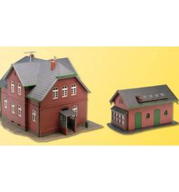 Kibri 38192 - Dom z cegły z zabudowaniami gospodarczymi