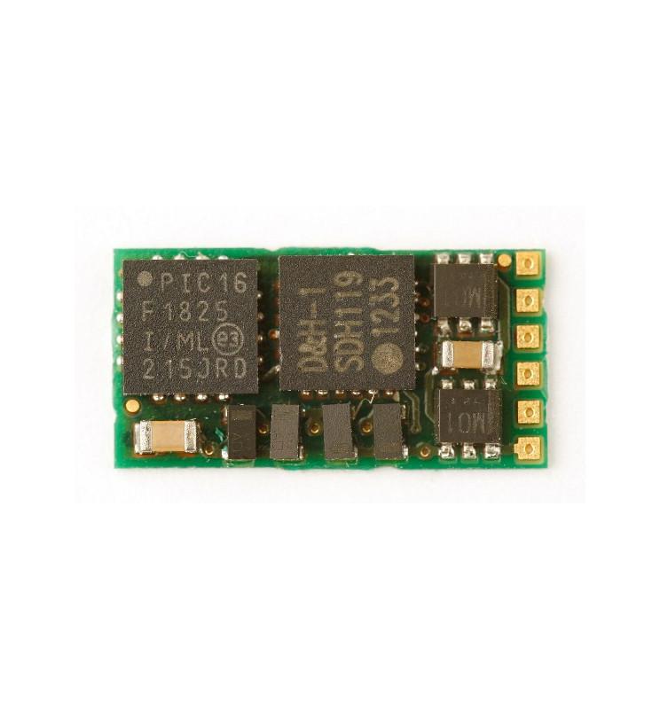 Miniaturowy dekoder DCC jazdy i oświeltenia D&H DH05-0 tylko styki, bez przewodów
